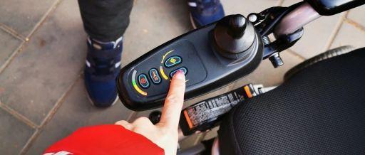 《开讲啦》小马讲辅具系列第二讲——电动轮椅